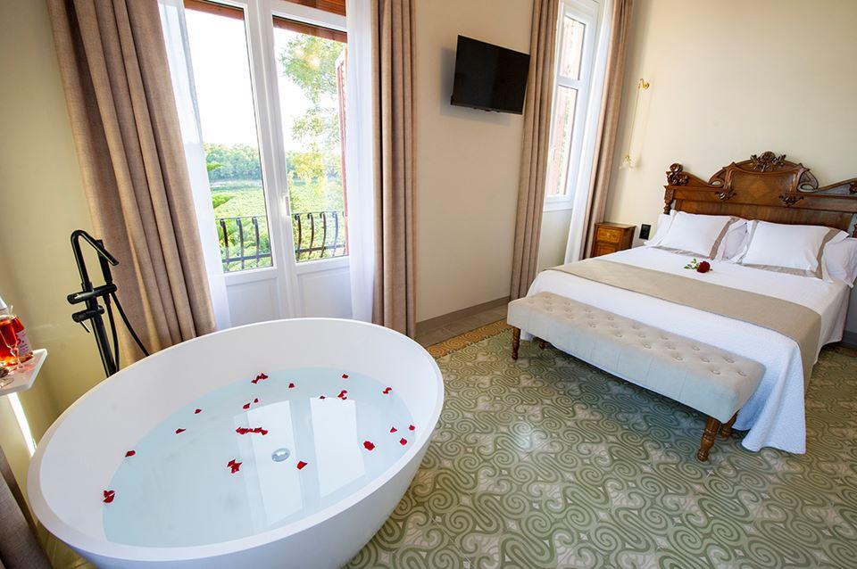 habitacio rossinyol hotel rural bolet casa modernista